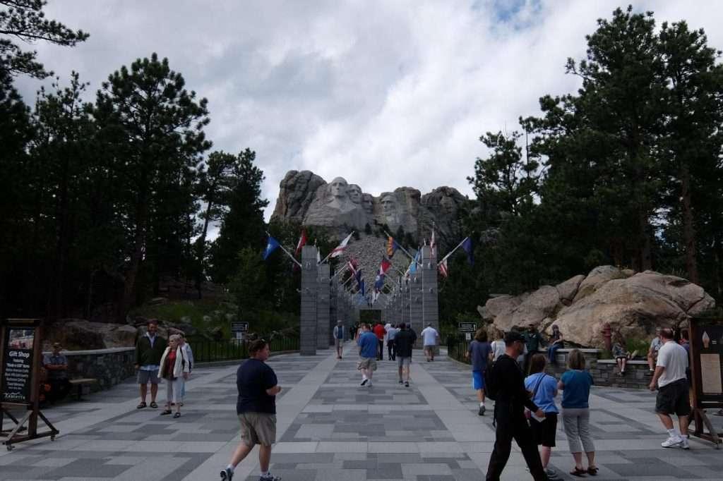 Monte Rushmore viale delle bandiere