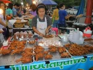 ayutthaya mercato notturno pollo fritto