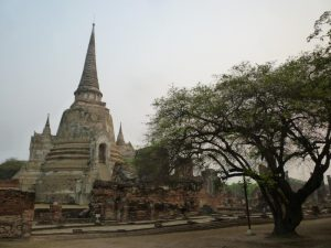 ayutthaya viharn phra mongkol bopit chedi bianco