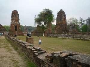ayutthaya wat phra mahathat prang giardino