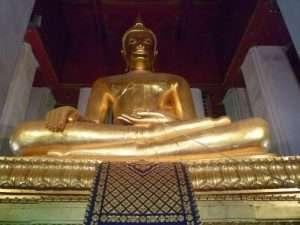 ayutthaya wat phra si sanphetgrande buddha seduto