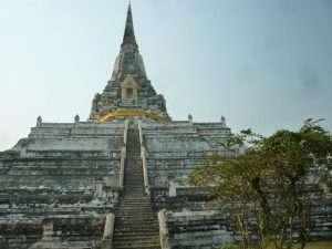 ayutthaya wat phu chedi bianco