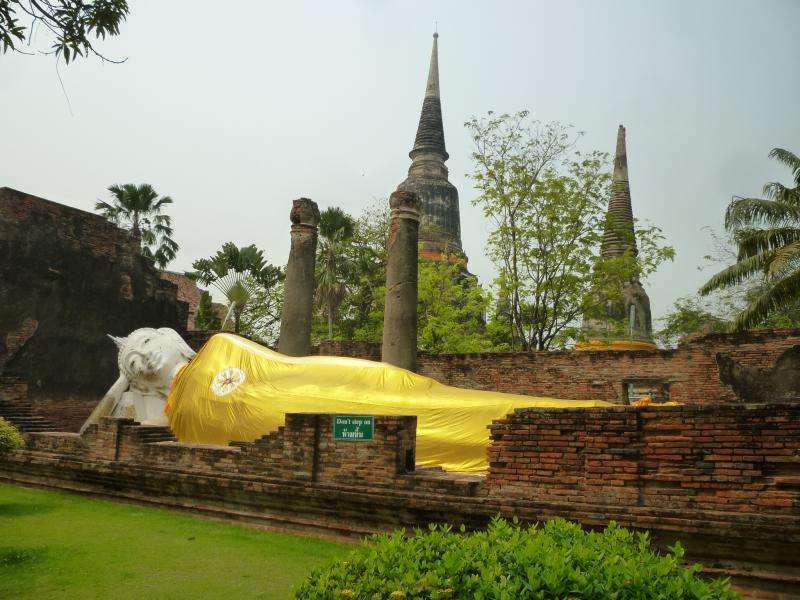 ayutthaya wat yai chai mongkol buddha disteso