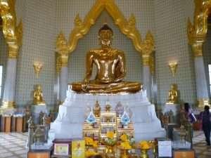 bangkok tempio con il buddha dorato