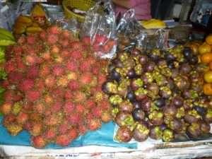 villaggio galleggiante frutta tropicale