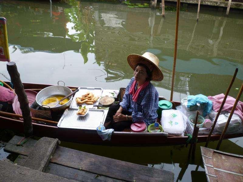 venditrice al villaggio galleggiante