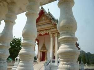 khao sam roi yot balaustra del tempio