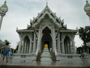 krabi city tempio bianco