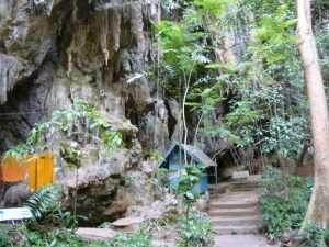grotte vicino al tempio della tigre a krabi
