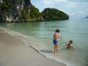 ao nang spiaggia hat nopparat thara