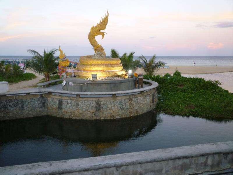 phuket patong monumento