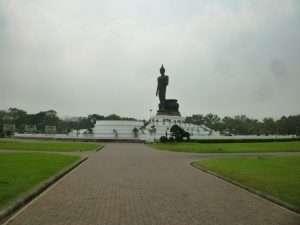 phuttamonthon buddha gigante