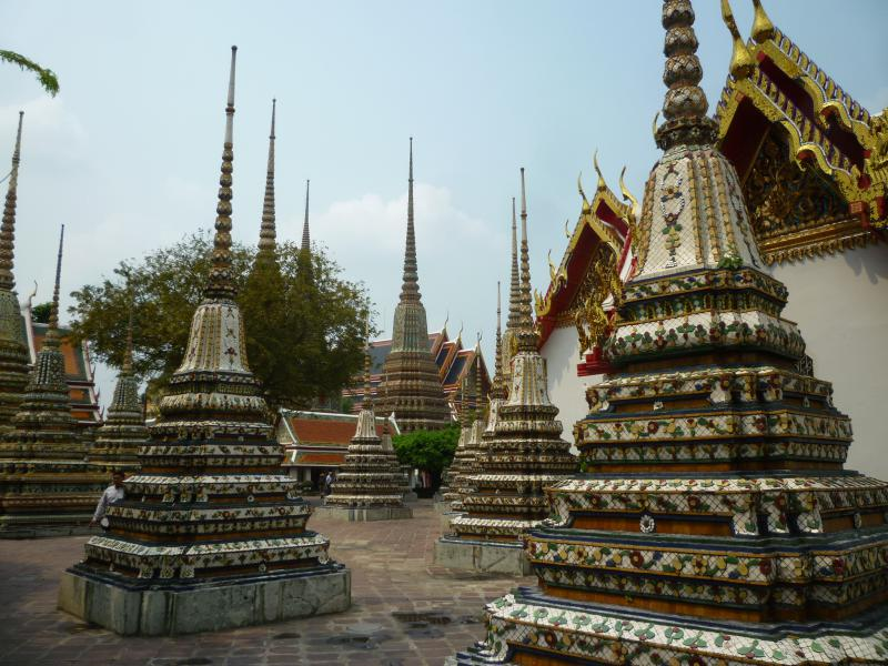 wat pho chedi decorati