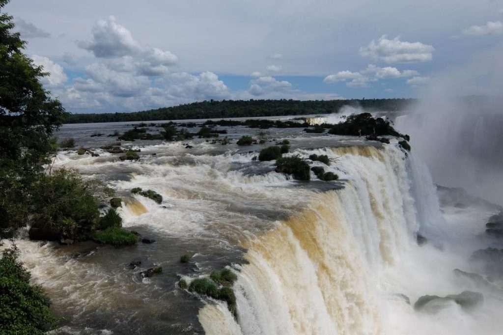 Salto cascate Iguazù