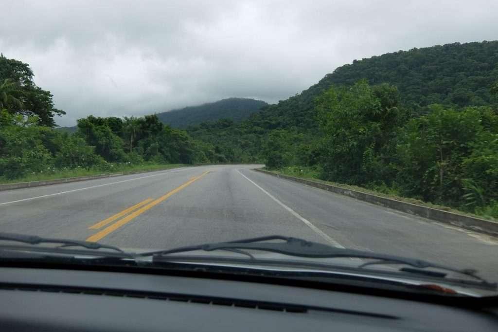 Strada nel parco nazionale brasiliano