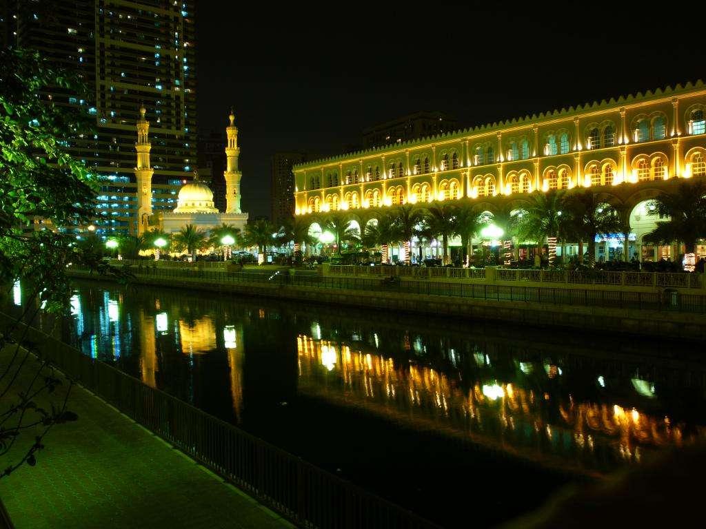 Emirati Arabi Uniti on the road
