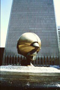 The sphere davanti alle torri gemelle