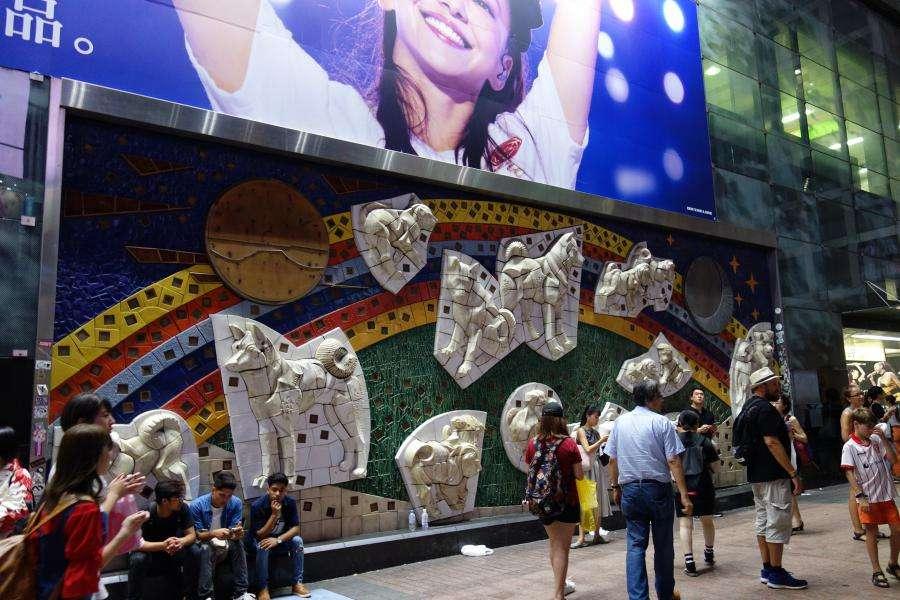 Shibuya murales fuori dalla stazione