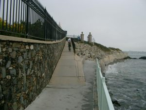The cliff walk a Newport