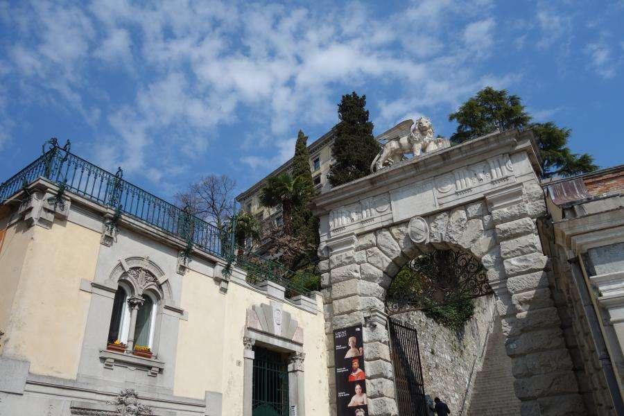 Arco Bollani vicino a casa Malignani
