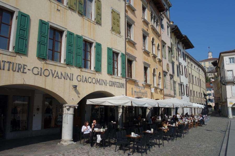 Piazza Matteotti e castello