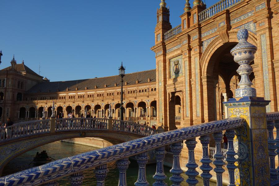 Plaza de Espania ponti in ceramica