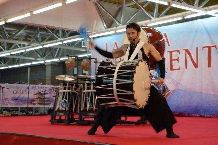 Esibizione artista padiglione oriente