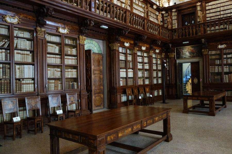 Biblioteca Delfino al palazzo dei Patriarchi Udine