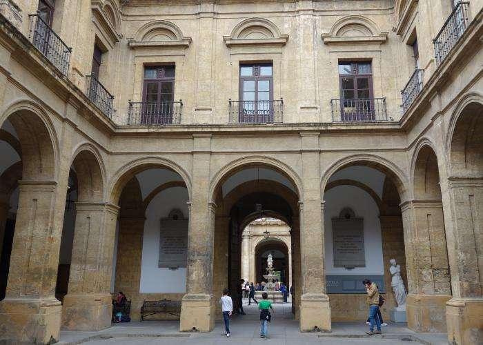 Real fabrica tabacos a Siviglia corte interna