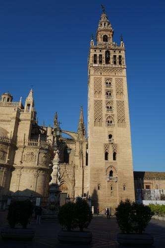 Giralda la torre della cattedrale di Siviglia