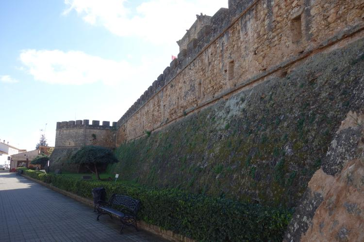 Niebla mura arabe fortificate