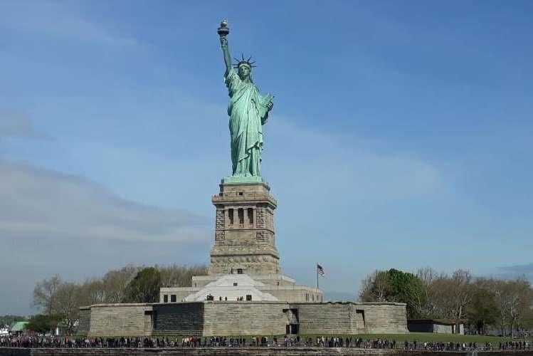 Statua della libertà sull'isola