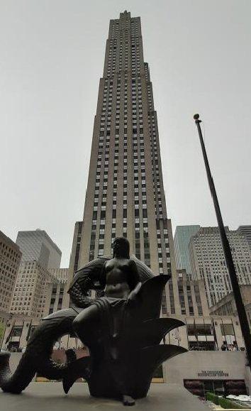 Rockefeller Center e scultura bronzea