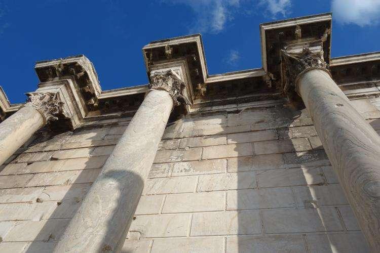 Biblioteca di Adriano Atene