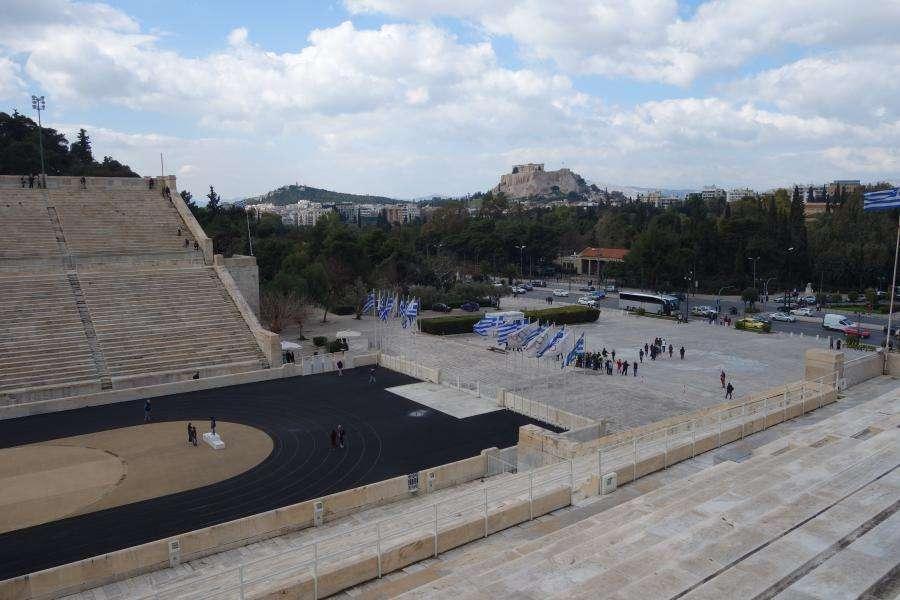 Vista sull'acropoli dallo stadio Panathinaiko