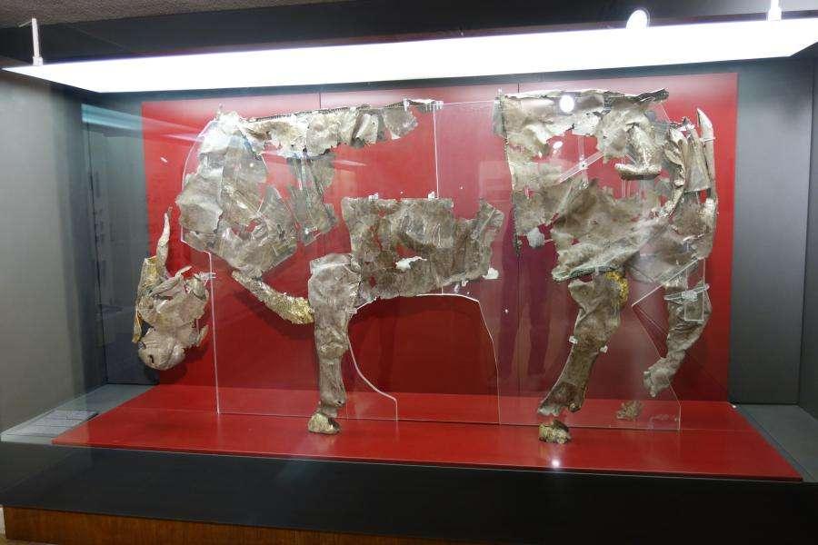 Toro d'argento al museo di Delfi