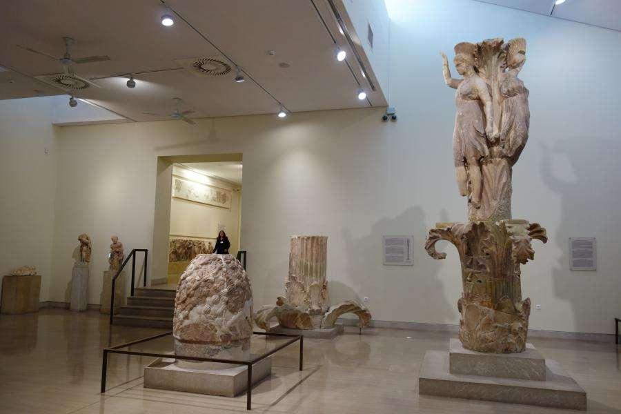 Tre danzatori o colonna d'acanto a Delfi