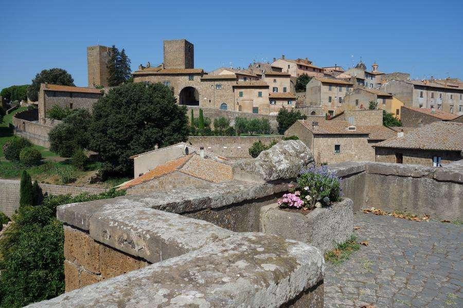 Tuscania cittadella medievale Lazio in camper