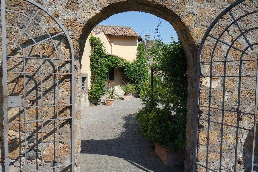 Tuscania scorci medievale