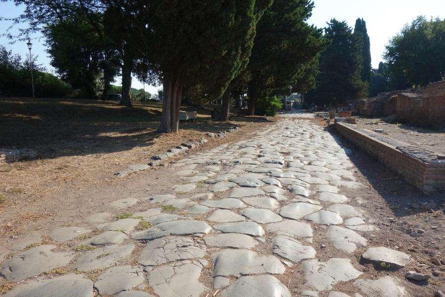 Ostia antica il decumano