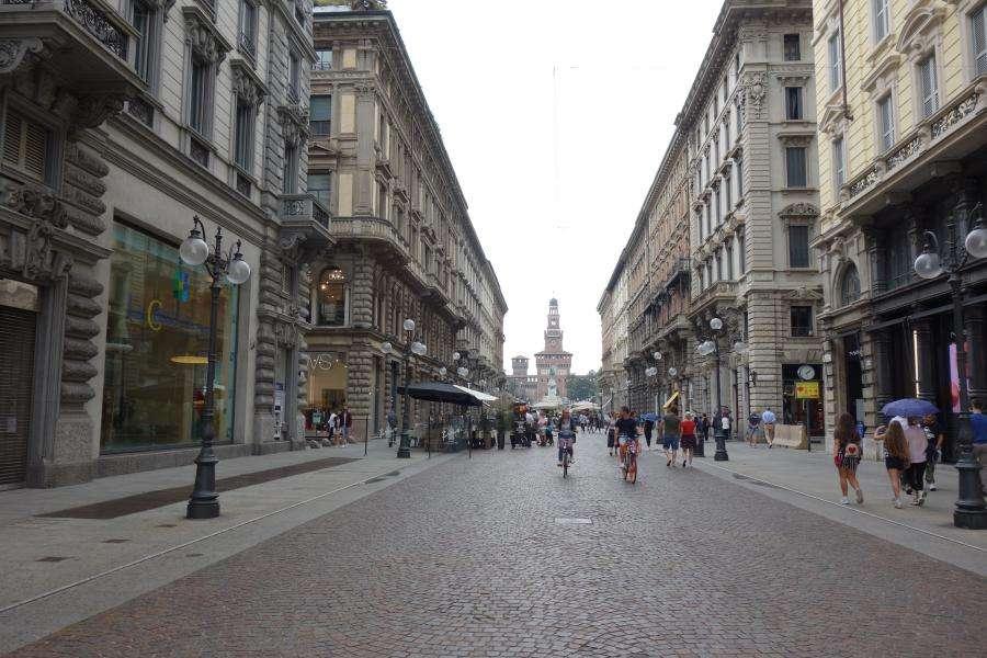Via Dante vista sul Castello di Milano