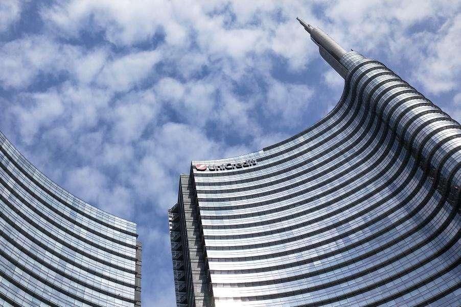 """Porta Nuova Torri Unicredit con la """"spire"""""""