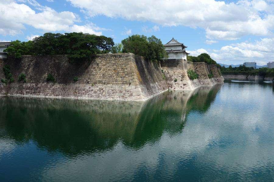 Osaka il castello, mura e fossato