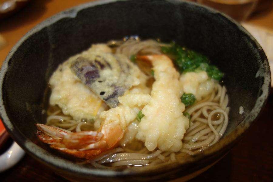 Soba gli spaghetti di grano saraceno giapponesi