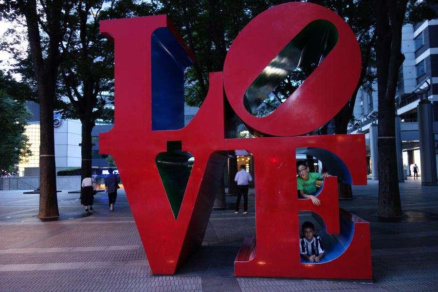 Love di Robert Indiana a Shinjuku