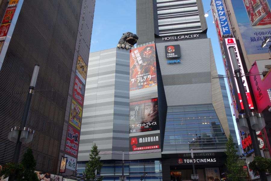 Kabukicho Godzilla sul grattacielo