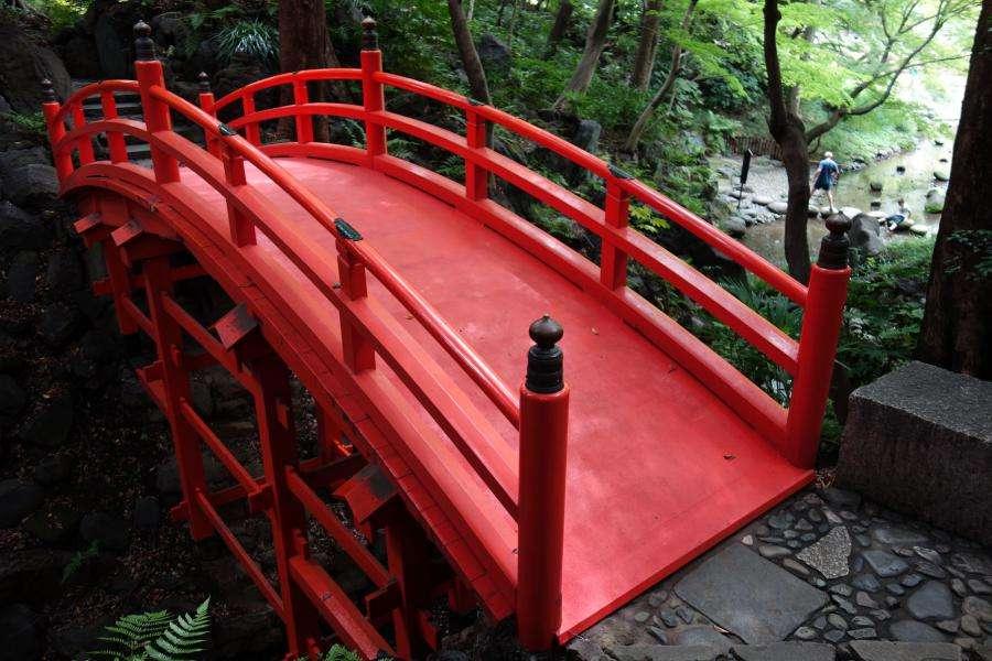 Ponte rosso al Koishikawa korakuen di Tokyo